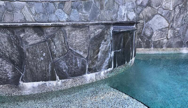 efflorescence on raised spa, efflorescence, calcium carbonate, pool efflorescence, scale around spa, scale vs. efflorescence