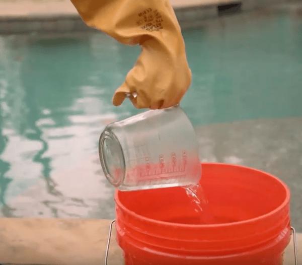 ácido prediluido, dilución de ácido muriático, cómo agregar ácido a una piscina, cómo bajar el pH en una piscina, cómo bajar la alcalinidad